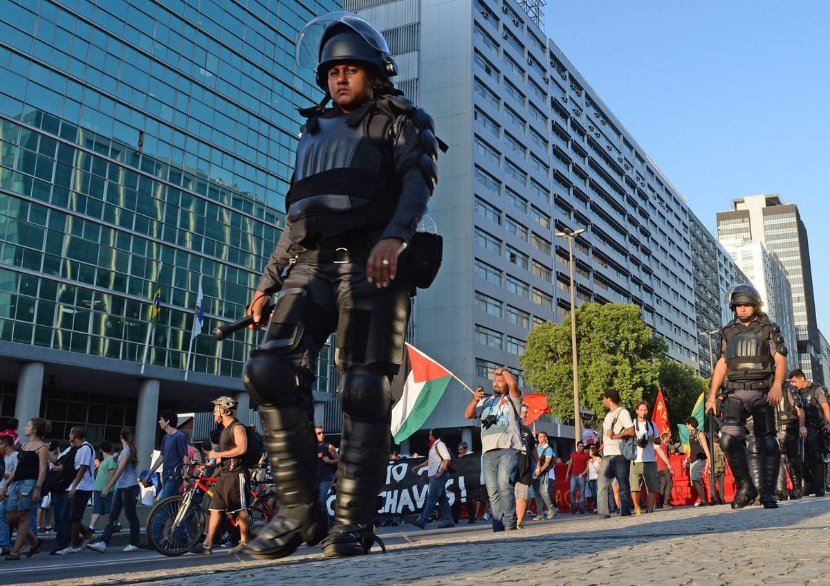 Images In Brazil, Protesters And Government Prepare To Face Off Ahead Of The World Cup | HuffPost 2 world cup problems