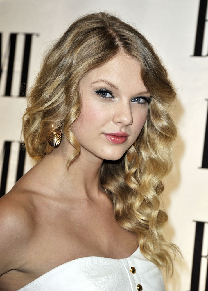 Taylor Swift S Hair Has Really Transformed Over The Years
