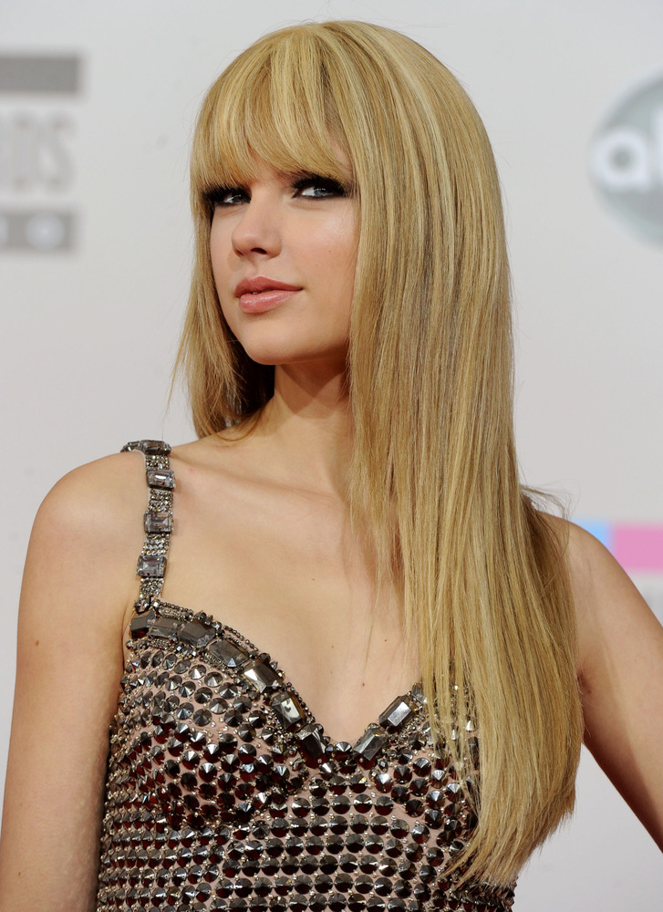 taylor swifts hair has really transformed over the years