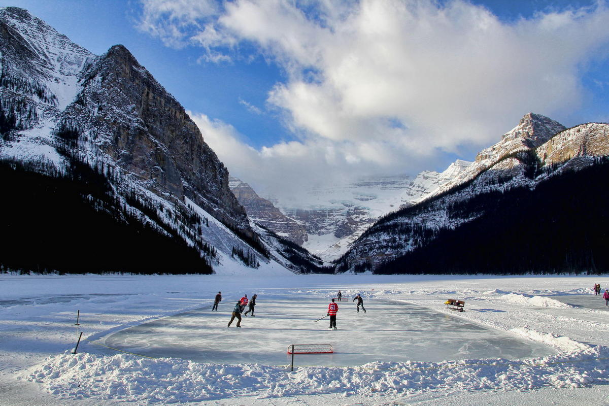 Hockey Lake Louise