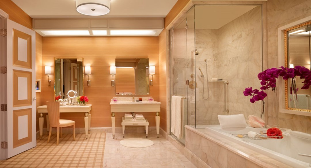 The most luxurious hotel bathrooms in las vegas photos for Y hotel shared bathroom