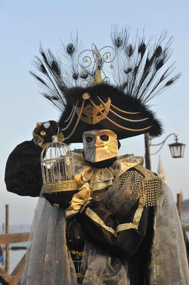 ~SÁBADO DE MARATÓN DIVAGUÍSTICO~ Venecia S. XVIII: Baile de máscaras Slide_339504_3478222_free
