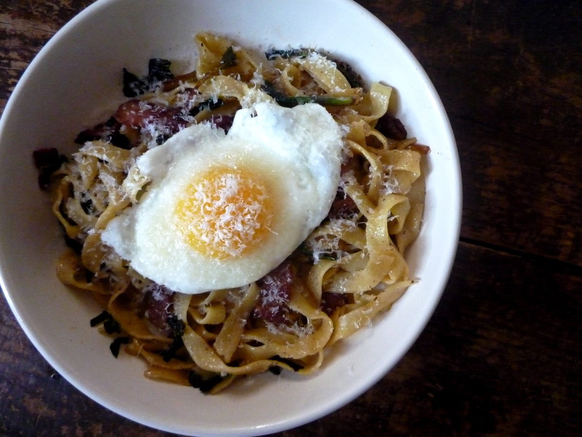 Get Fresh Fettuccine with Bacon, Ramps and an Egg recipe by queenie ...