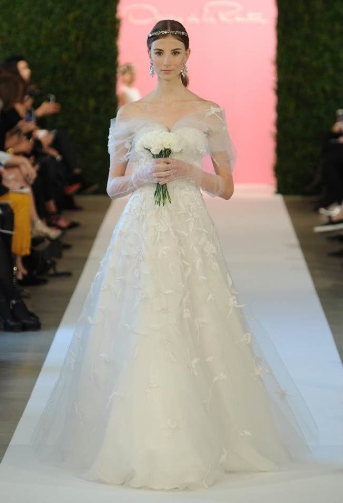 Oscar de la renta spring 2015 wedding dresses photos for De la renta wedding dresses