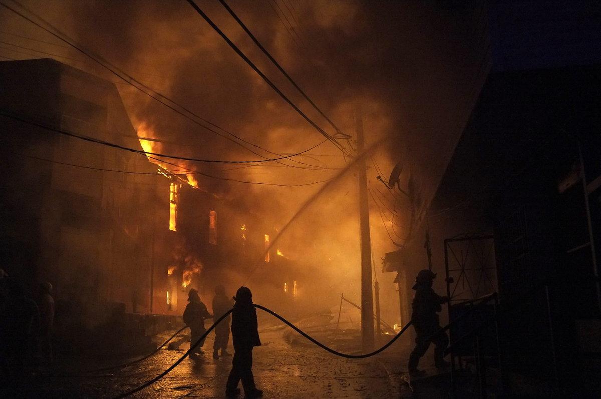 Las fotografías más espectaculares del incendio de la ciudad chilena Valparaíso