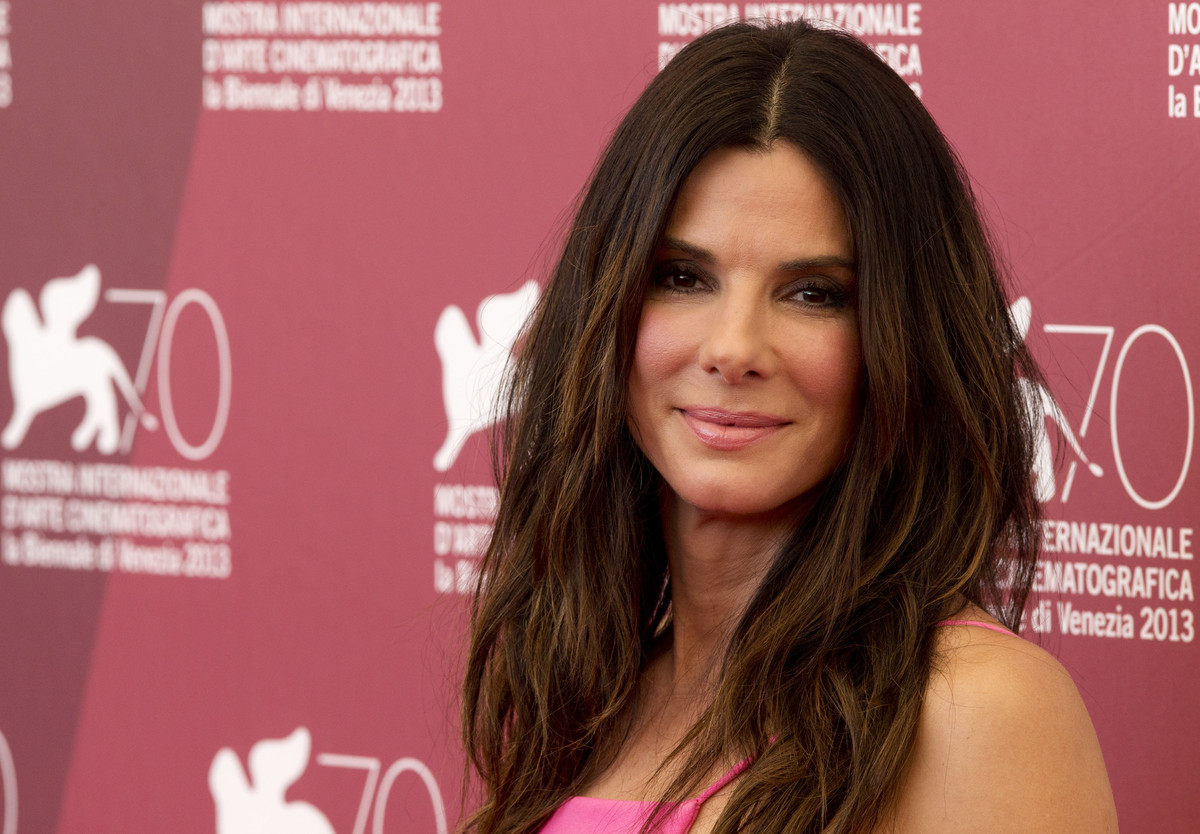 bullock divorced singles Sandra bullock files for divorce from jesse james, reveals sandra bullock is finally saying bye-bye to her marriage with jesse james but leaving him as a single.