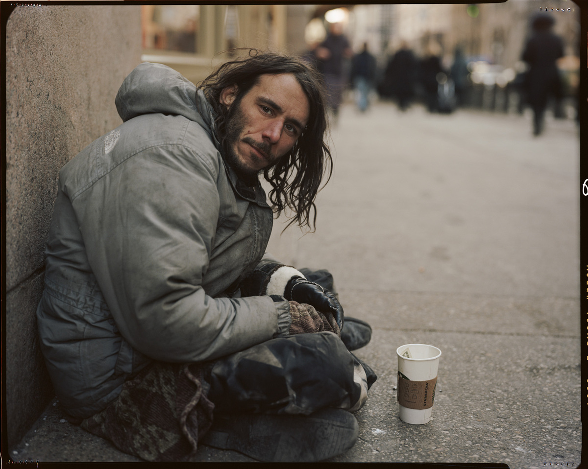 famed photographer gives a face to new york 39 s homeless population in 39 residents of new york. Black Bedroom Furniture Sets. Home Design Ideas