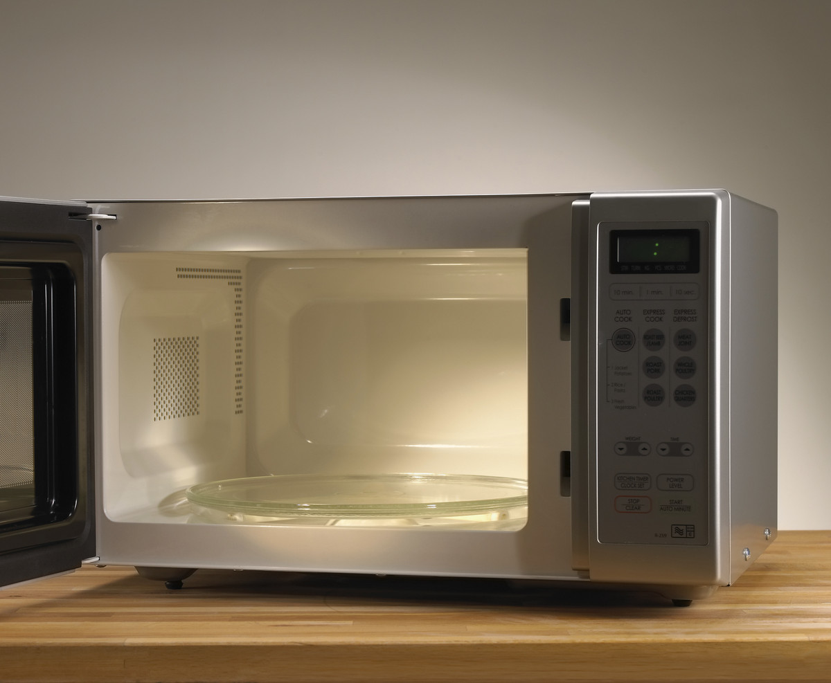 13 Things You Should Never Put In The Microwave Huffpost