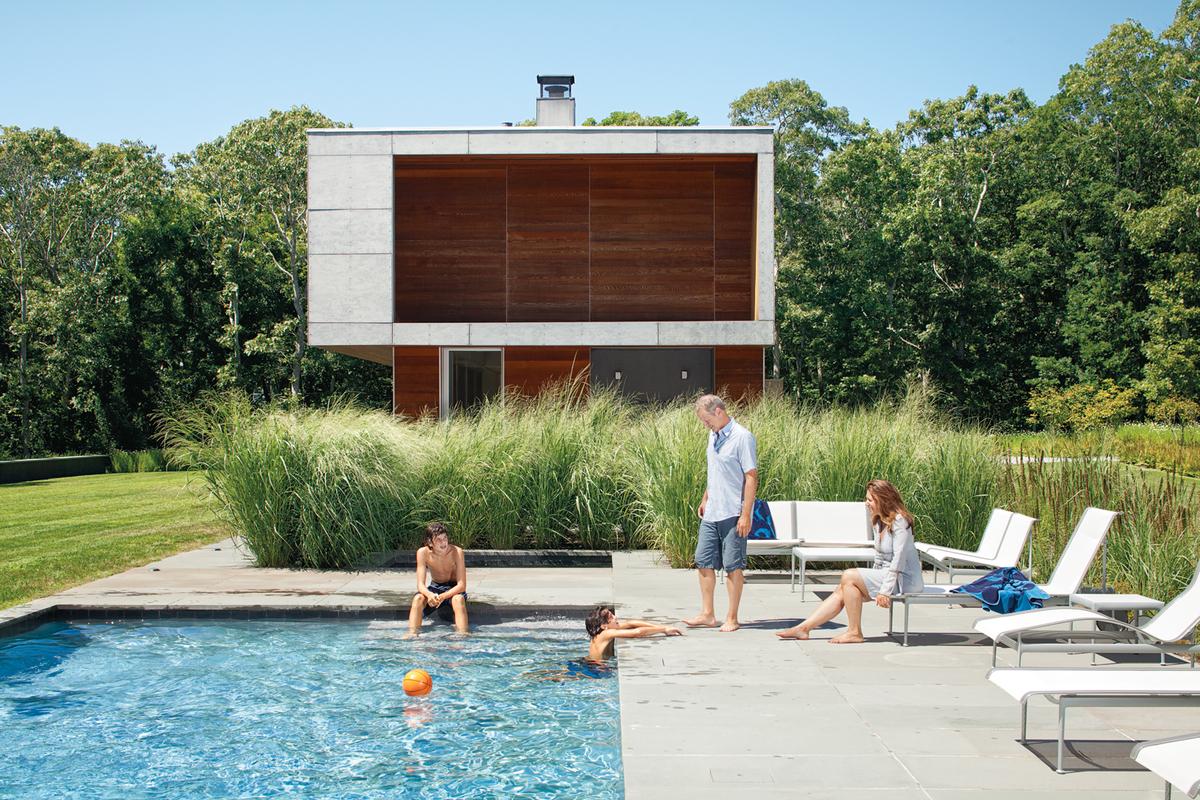 12 piscinas modernas en las que nos gustar a refrescarnos for Piscina jardin secreto
