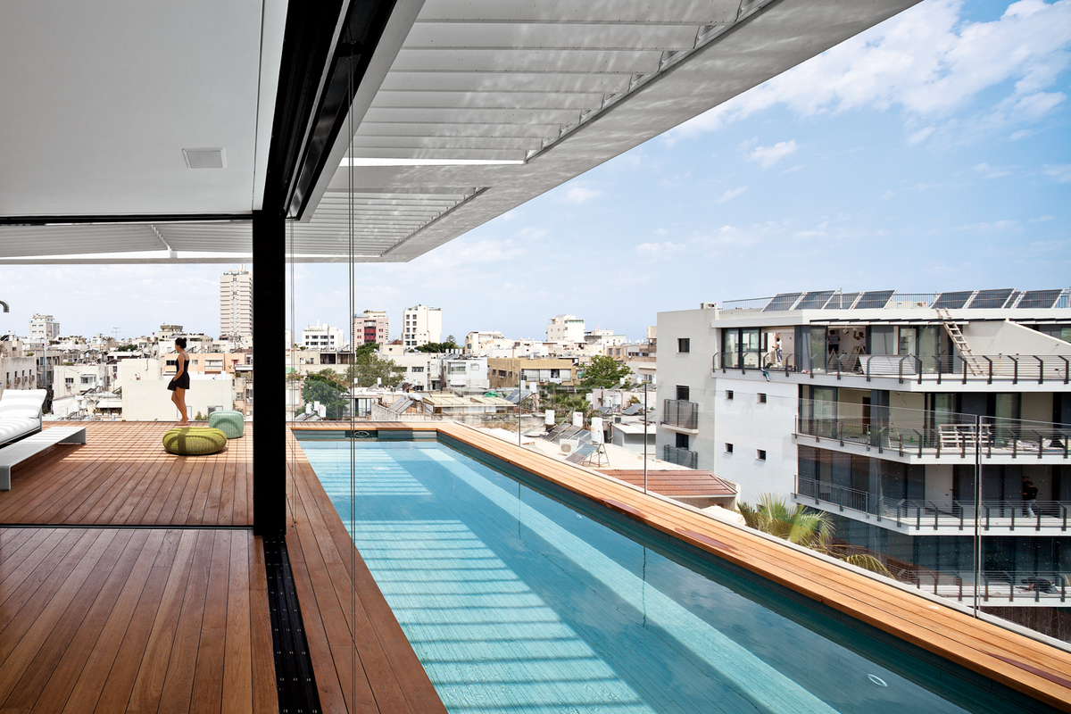 12 piscinas modernas donde querr as darte ahora mismo un ba o for Rooftop swimming pool designing and planning