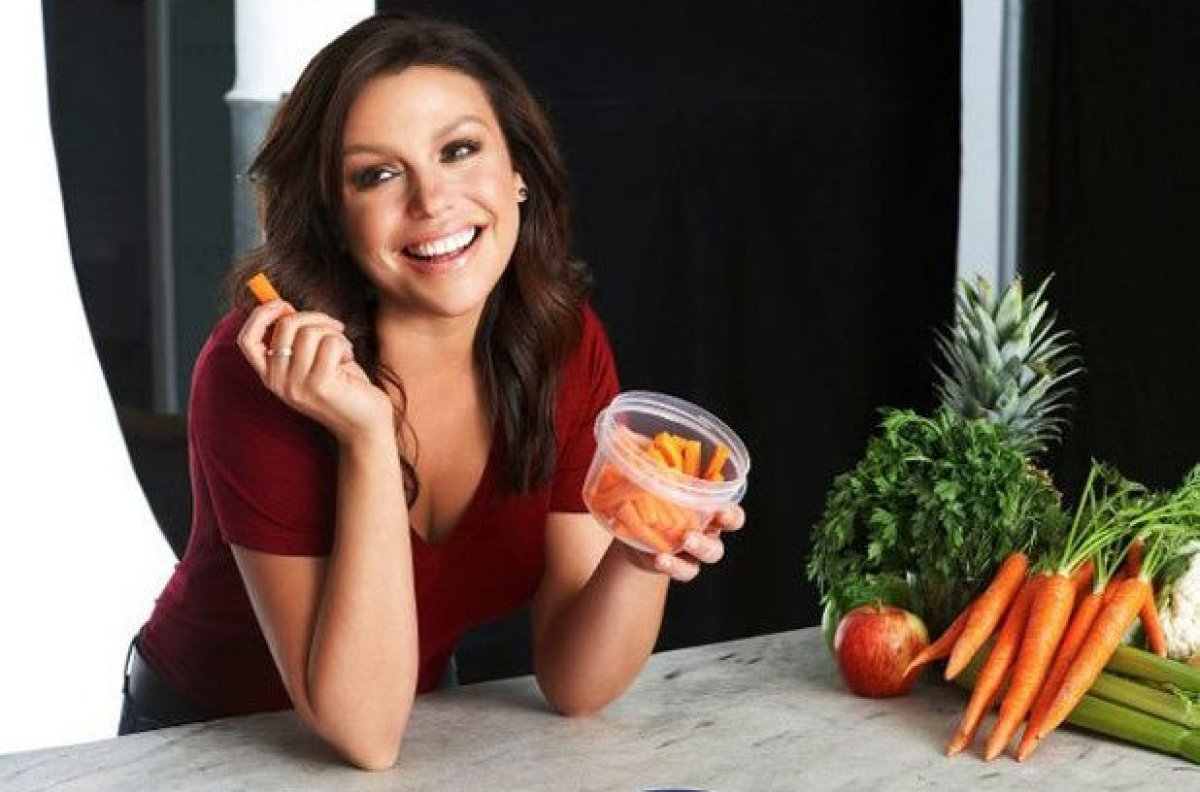 Rachael Ray does it again. She brings her flair and zest for cooking along with her down-to-earth nature and combines it with her genuine warmth to give us a wonderful new talk show that literally.