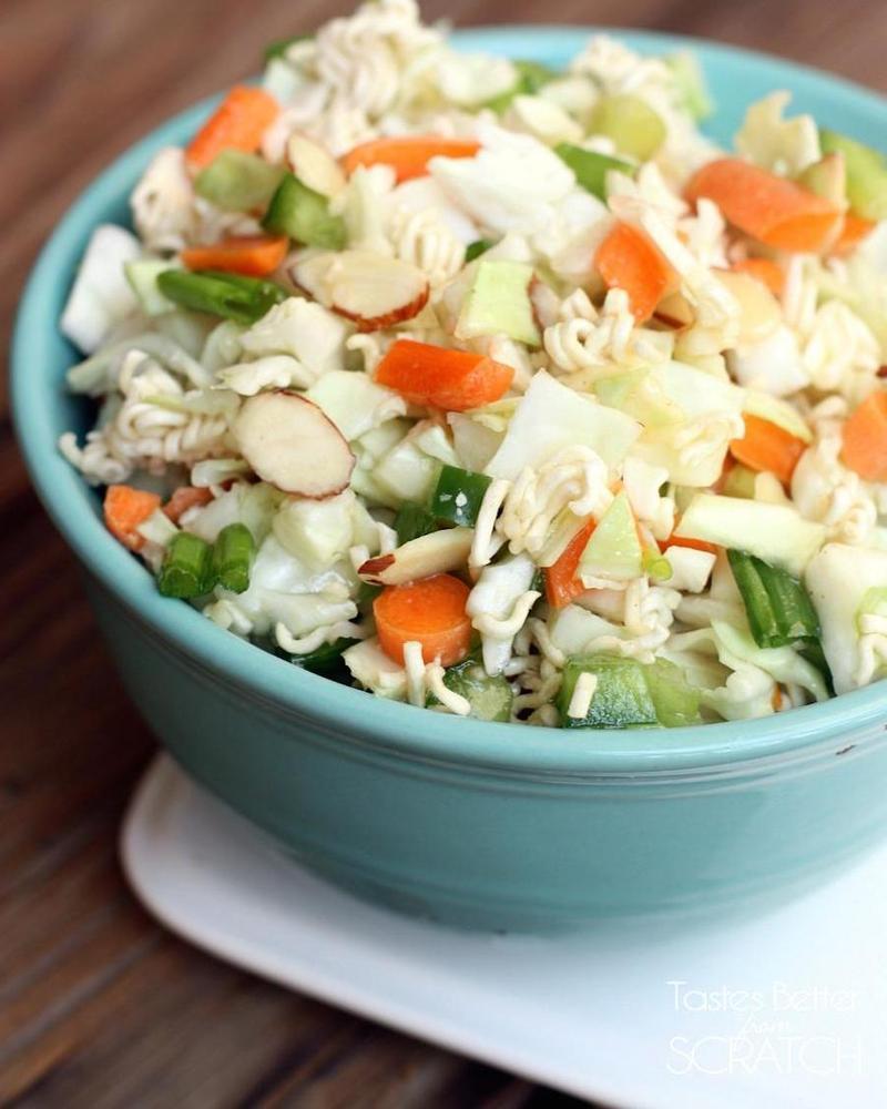 Как сделать салат из лапши быстрого приготовления