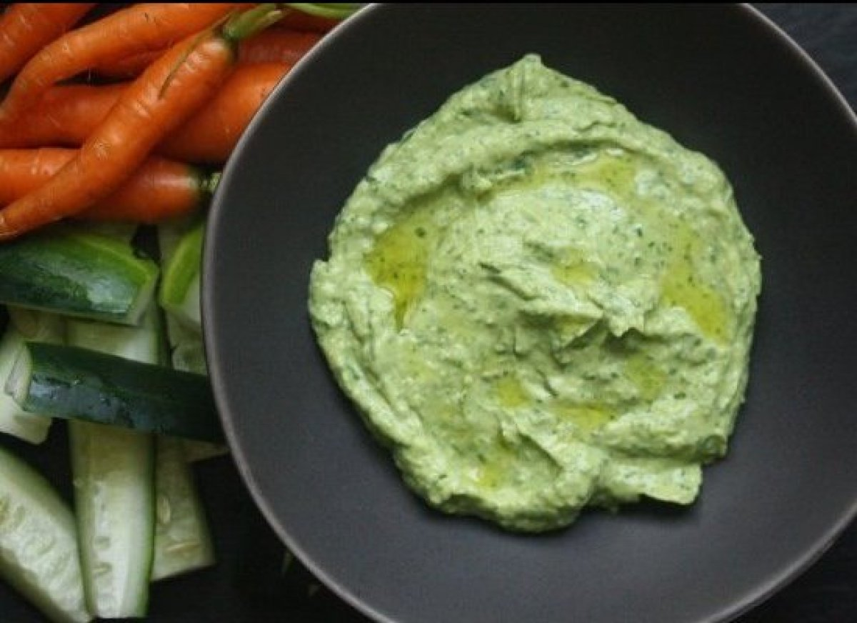 This Green Goddess Avocado Dip is healthy and refreshing and only ...