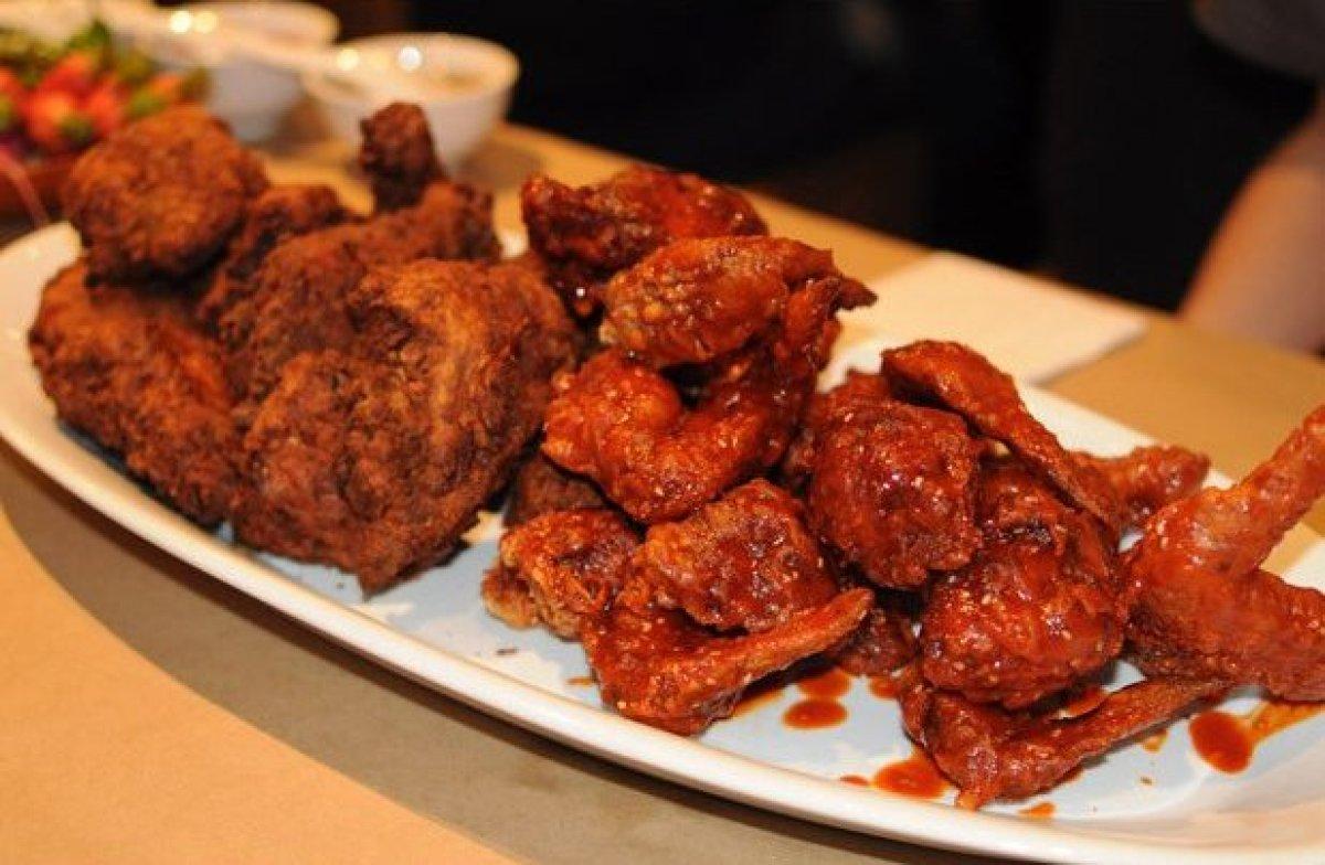 momofuku noodle bar in new york city doesn t just serve fried chicken