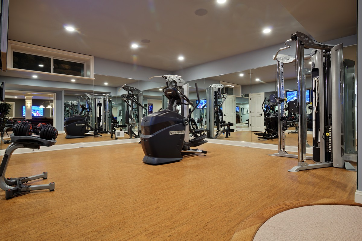 6 impressive home gyms that offer the ultimate personal fitness oasis huffpost. Black Bedroom Furniture Sets. Home Design Ideas