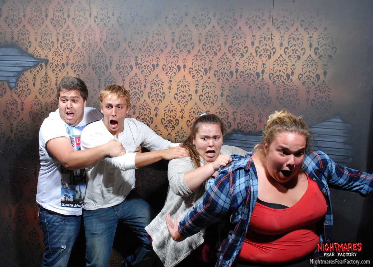 50 hilariously ridiculous haunted house reactions - 32 Hilarious Haunted House Reactions Caught On Camera