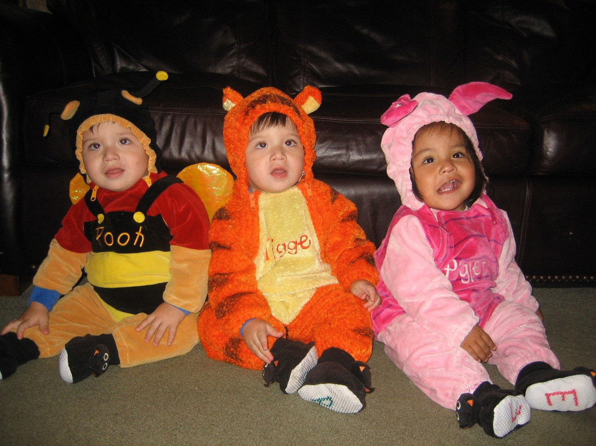 halloween costumes for siblings that are cute creepy and supremely clever huffpost - Cute And Clever Halloween Costumes