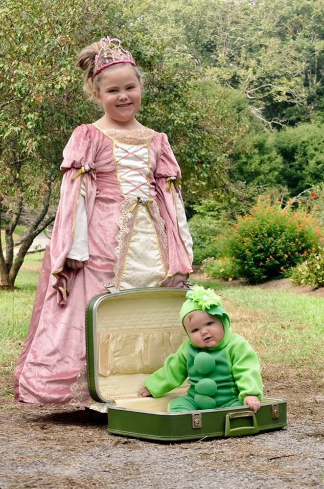 halloween costumes for siblings that are cute creepy and supremely clever huffpost - Matching Girl Halloween Costume Ideas
