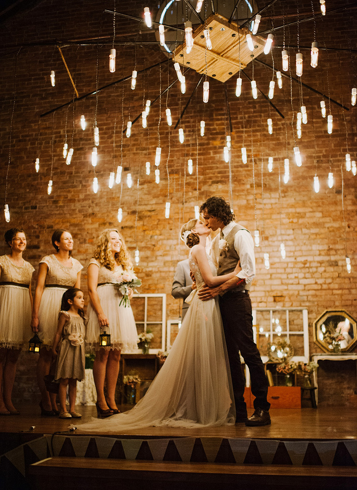 19 wedding lighting ideas that are nothing short of magical huffpost. Black Bedroom Furniture Sets. Home Design Ideas
