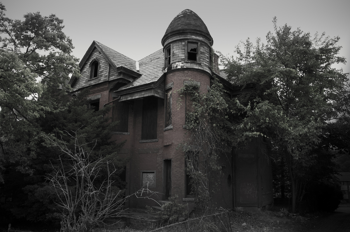 13 spooky looking houses that have inspired ghost stories for American horror story house for sale