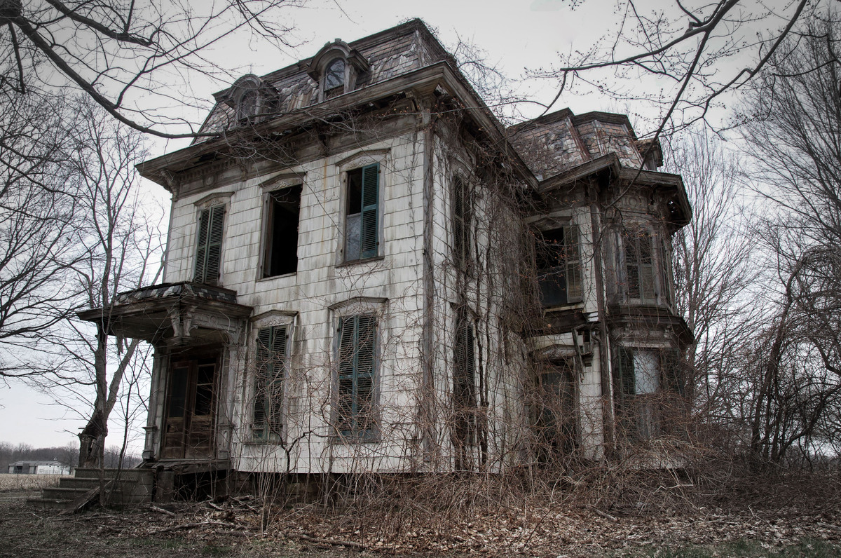 13 Real Life Haunted Houses And The Horror Stories That Go