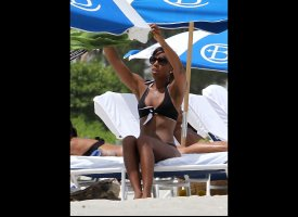 Nicole Scherzinger Tweets Vacation Bikini Photos
