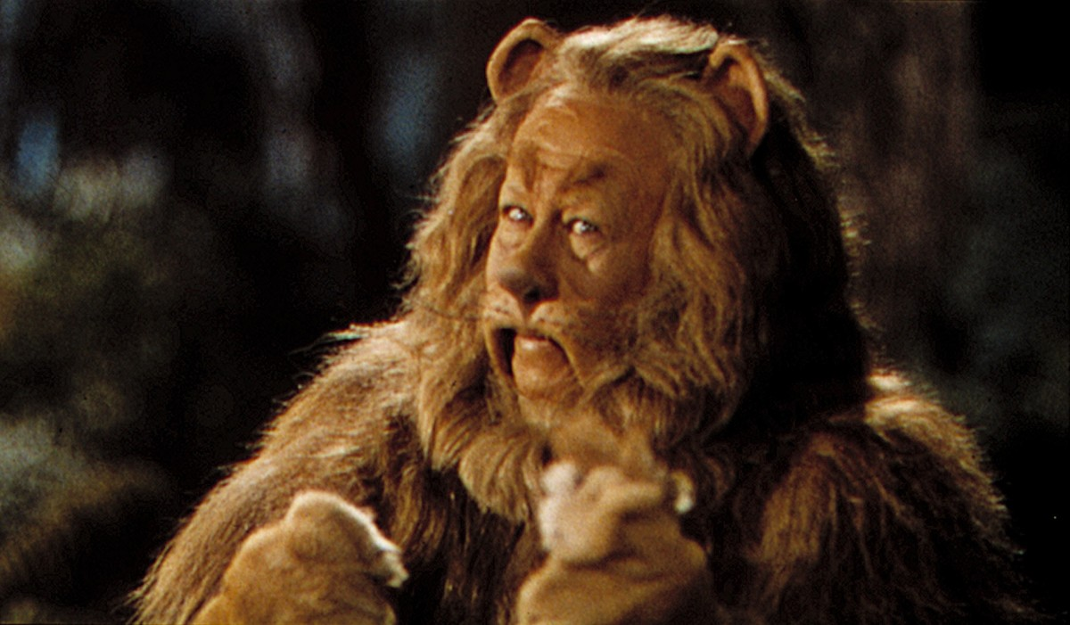 who played cowardly lion wizard of oz