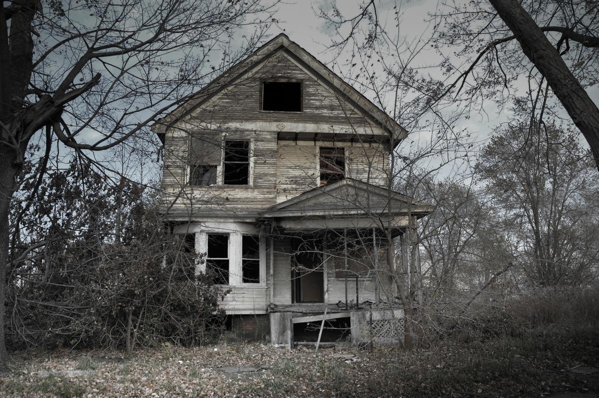il fotografo seph lawless pubblica un libro con le 13 case