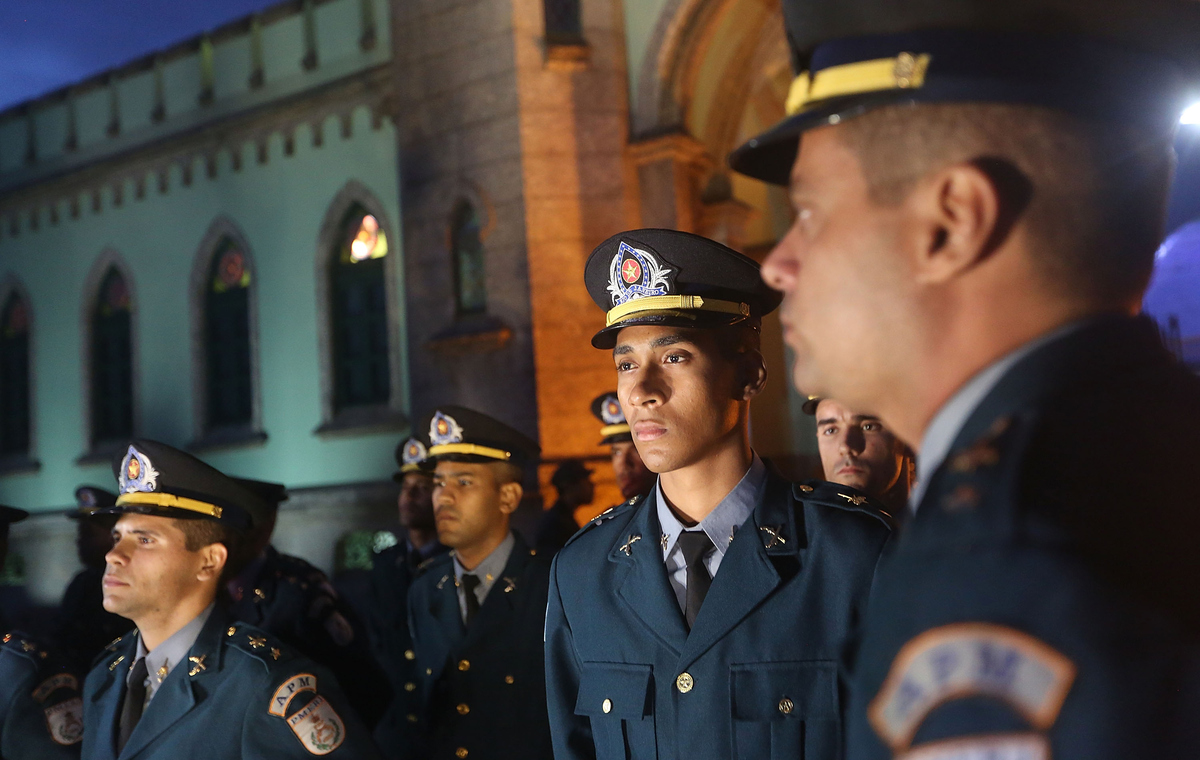 Cinderella's Will Go To The Ball... Police In Brazil Treat Teenage Girls From The Cerro Corá Favela To A Cinderella Style Evening Police In Brazil Treat Teenage Girls From The Cerro Corá Favela To A Cinderella Style Evening - HuffPost UK - 웹