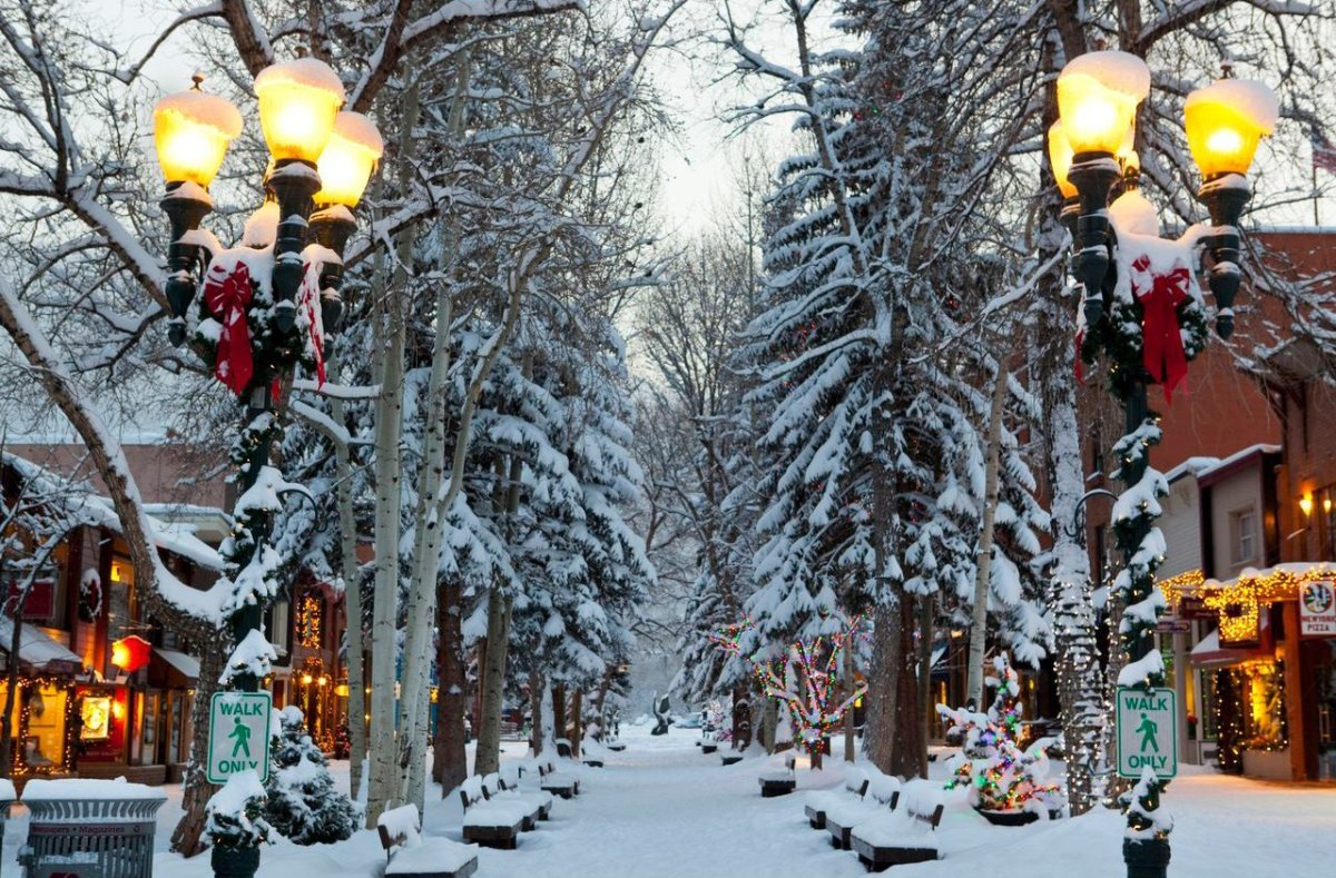 America 39 s best towns for the holidays photos huffpost for Best places to visit for christmas in usa