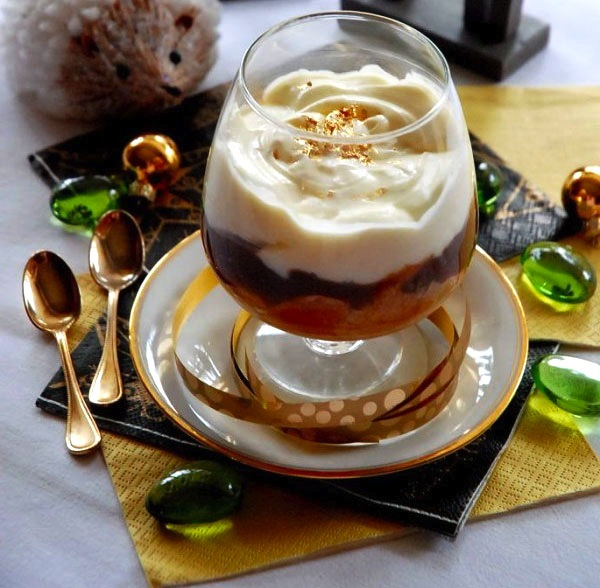 Trifle recipes that will do all the work for you huffpost for Quick and easy christmas dessert recipes