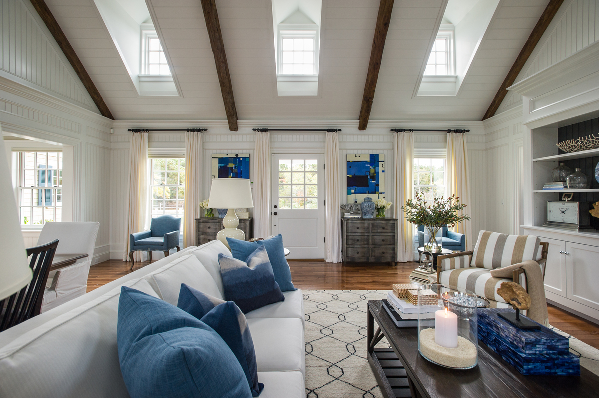 7 decorating ideas to steal from the 2015 hgtv dream home for Decorate my living room