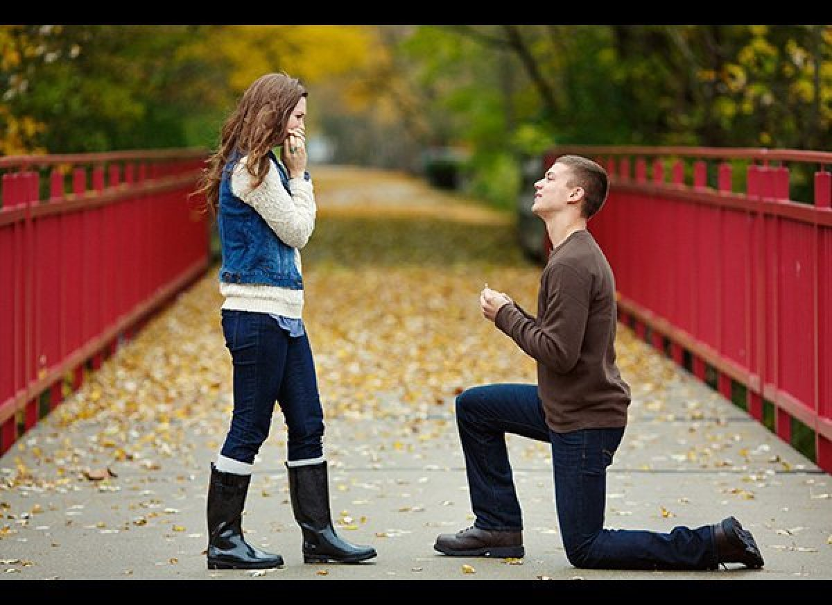 Man Proposes To Girlfriend By Sending Engagement Ring Into