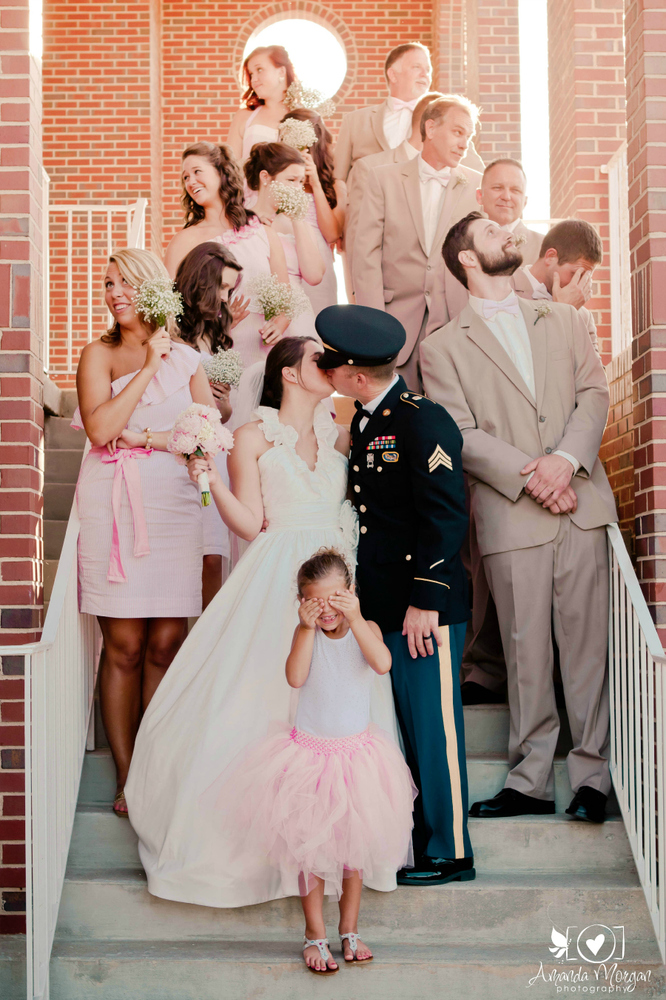 20 Awesome Photo Ideas For Wedding Parties Who Know How To