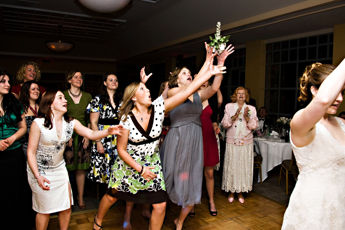 Wedding Bouquet Toss Meaning Lol Worthy Bridal Photos For Your