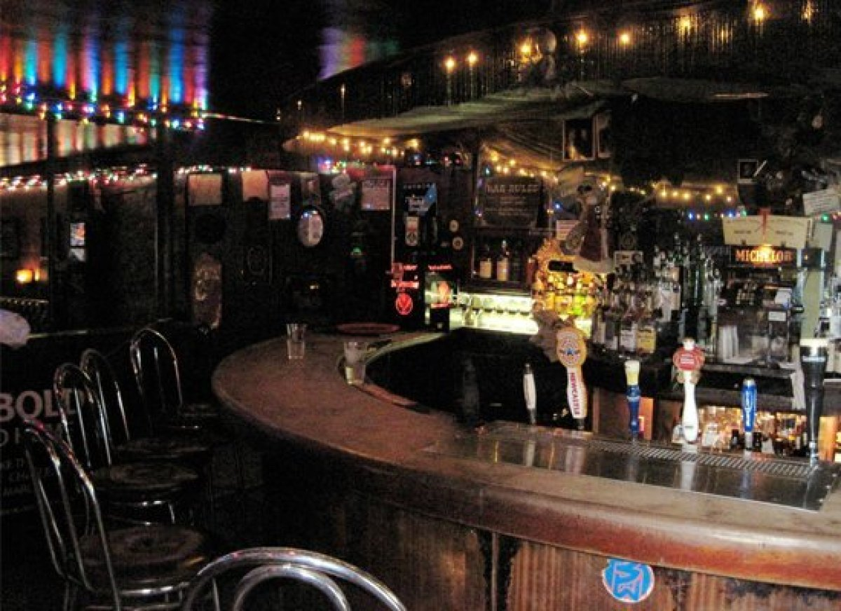 The Anatomy Of A Good Dive Bar