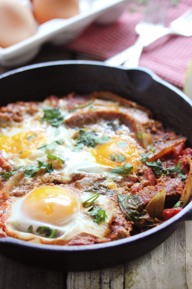 Shakshuka: Cradle Your Eggs In A Cozy Blanket Of Tomatoes And Spices ...