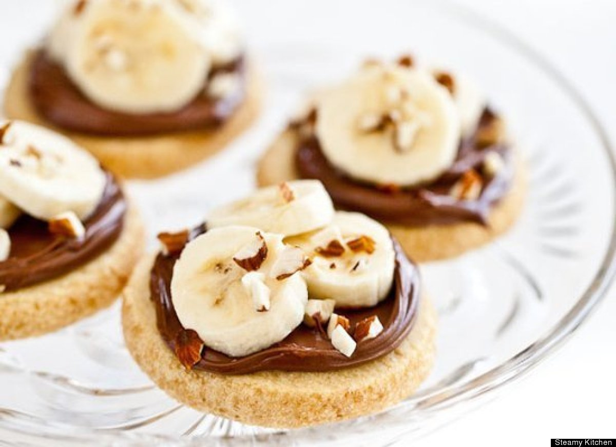 43 shortbread cookies with nutella banana and almonds