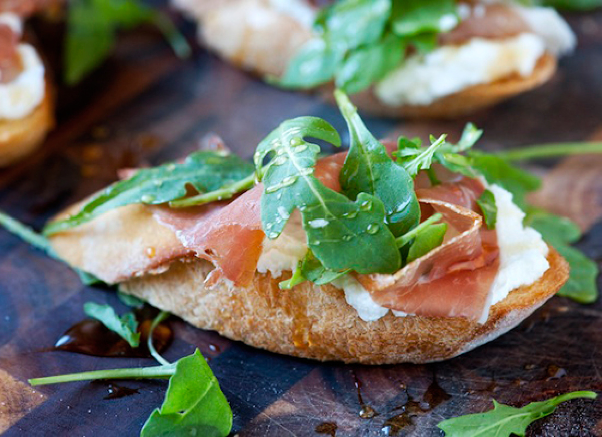 29 prosciutto and ricotta crostini with honey