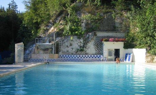 Las mejores piscinas termales para chapuzones de invierno for Piscinas termales