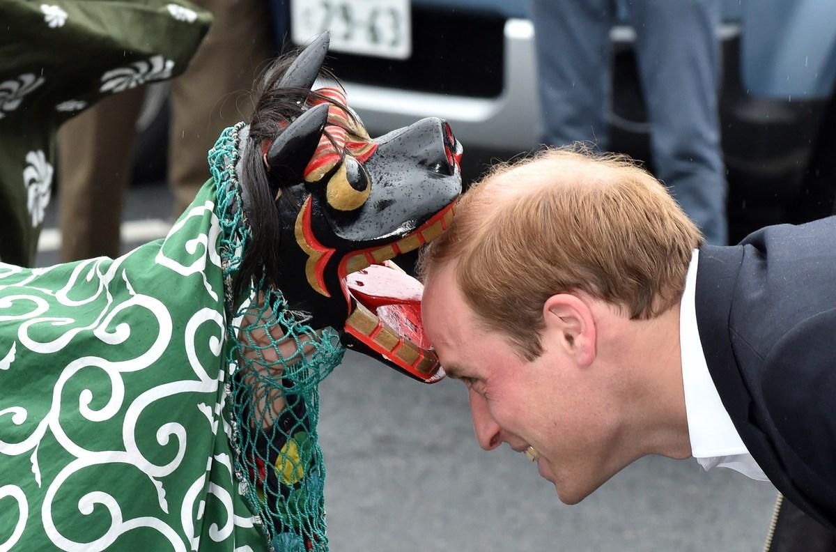 獅子舞がウィリアム王子に うわあああああ!(画像)