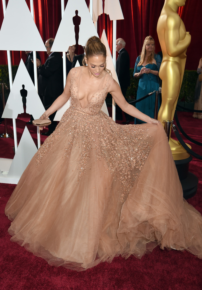 Showbiz Cinderellas: Jennifer Lopez, Sonam Kapoor gown it - Emirates24|7