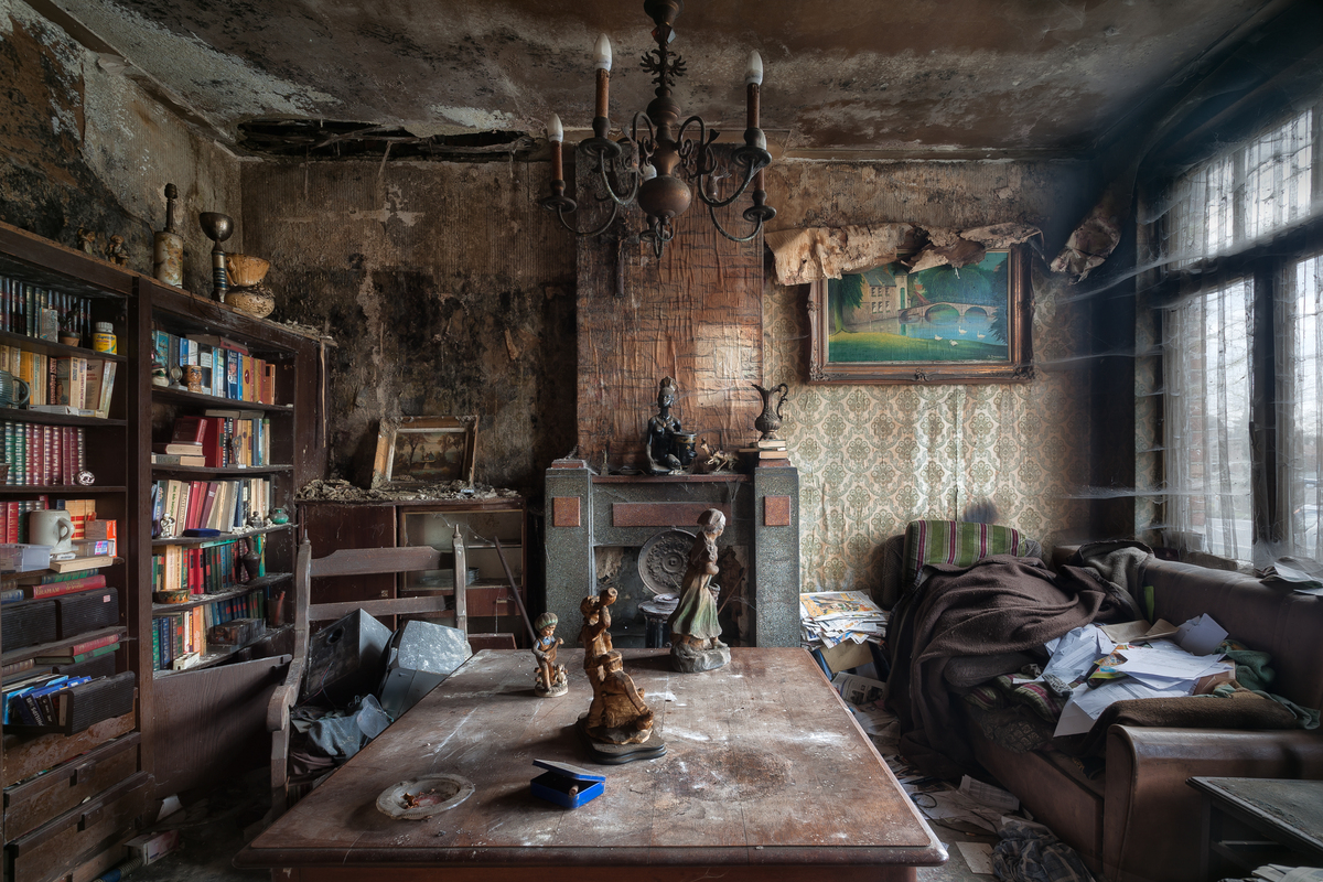 Stunning Abandoned Homes Are Surprisingly Full Of Life ...