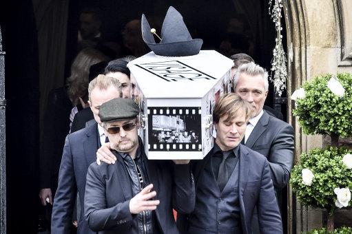 steve strange funeral visage star 39 s coffin carried by new romantic friends including boy. Black Bedroom Furniture Sets. Home Design Ideas
