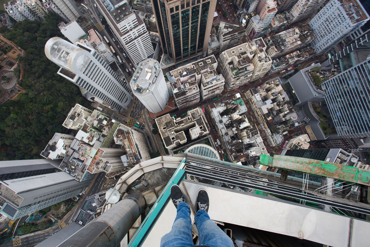 German Teen Climbs Hong Kong Skyscraper Without Safety