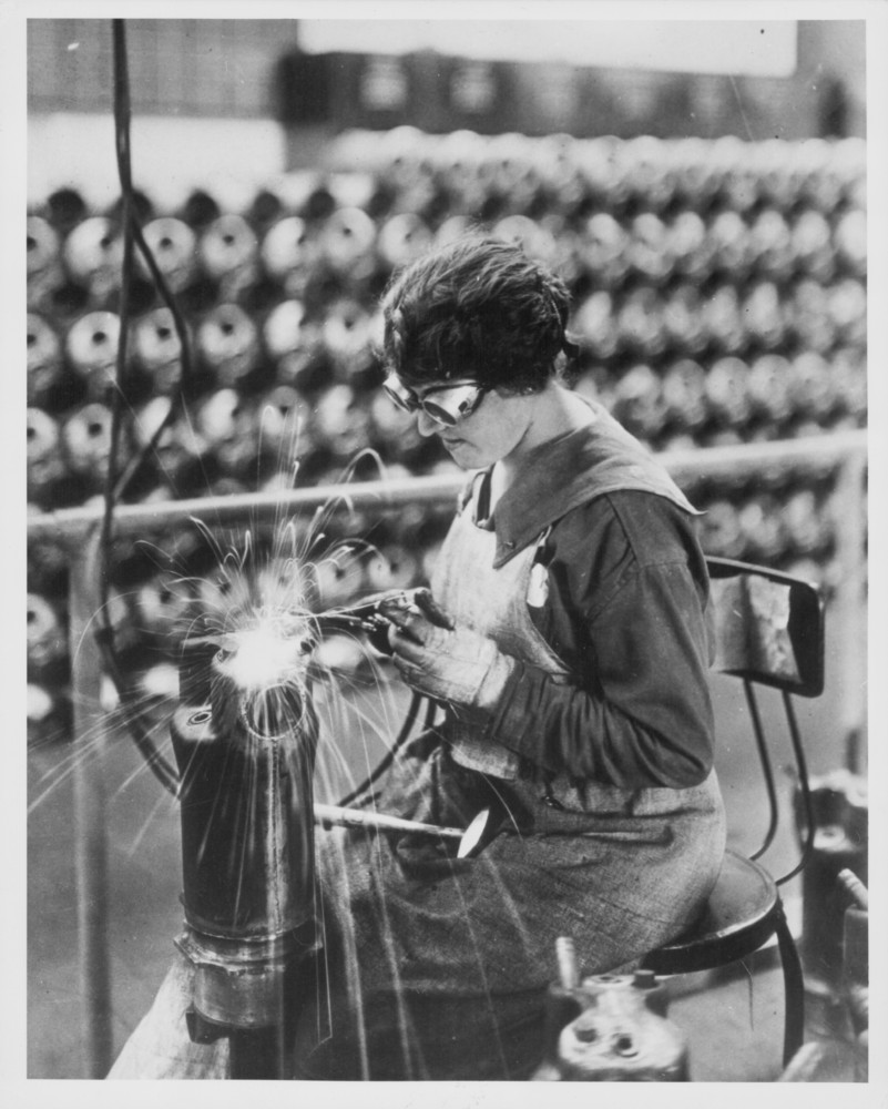 19 Photos Of Women Working 100 Years Ago Worker Making Up Wiring Loom Stock Photo Getty Images Fpg