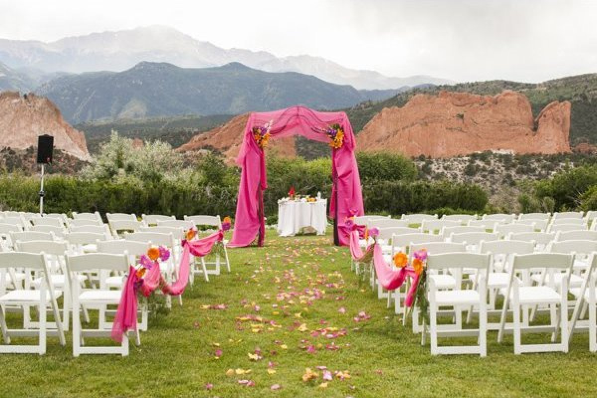 100 beautiful outdoor spaces for the wedding ceremony of for Beautiful places for a wedding