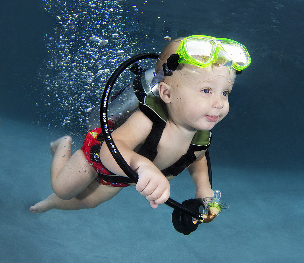 Babies swimming underwater inspiration photos - 13 Babies Pose Underwater For Magical Photo Series