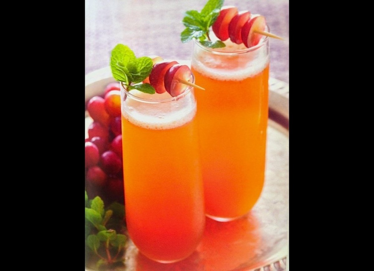 Simple vodka drinks 28 images cosmopolitan vodka for Vodka mixed drink recipes simple