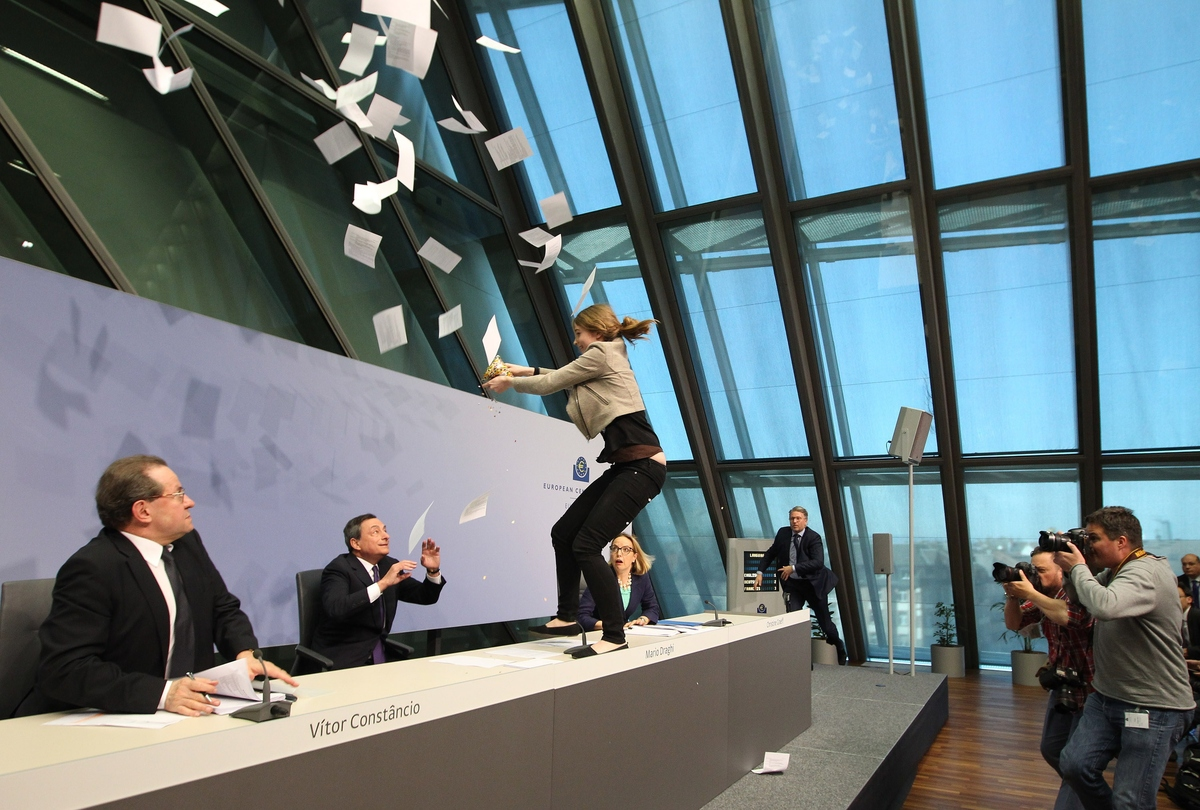 role of the european central bank Against the background of the economic and financial crisis, public finances severely deteriorated in many emu member states and a new crisis, of sovereign debt, emerged considering ecb's recognized responsibility for ensuring overall financial stability, our paper shortly overviews the main monetary policy measures it.